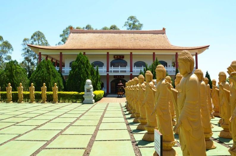Vista exterior del templo budista en Foz do Iguaçu