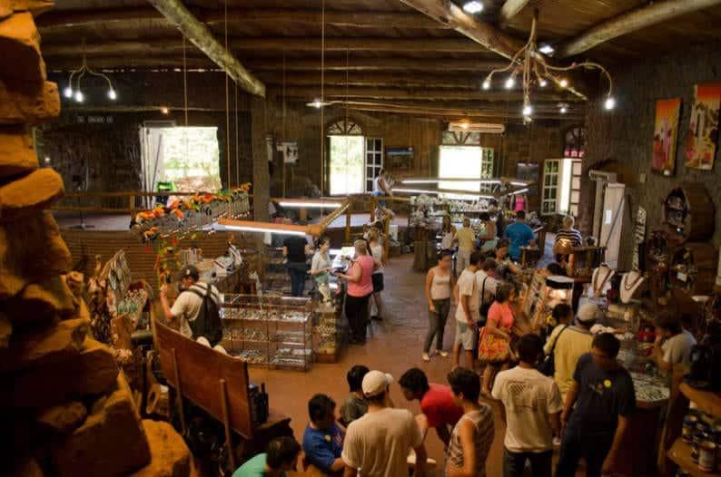La Aripuca también tiene espacios gastronómicos y tiendas de artesanía regionales