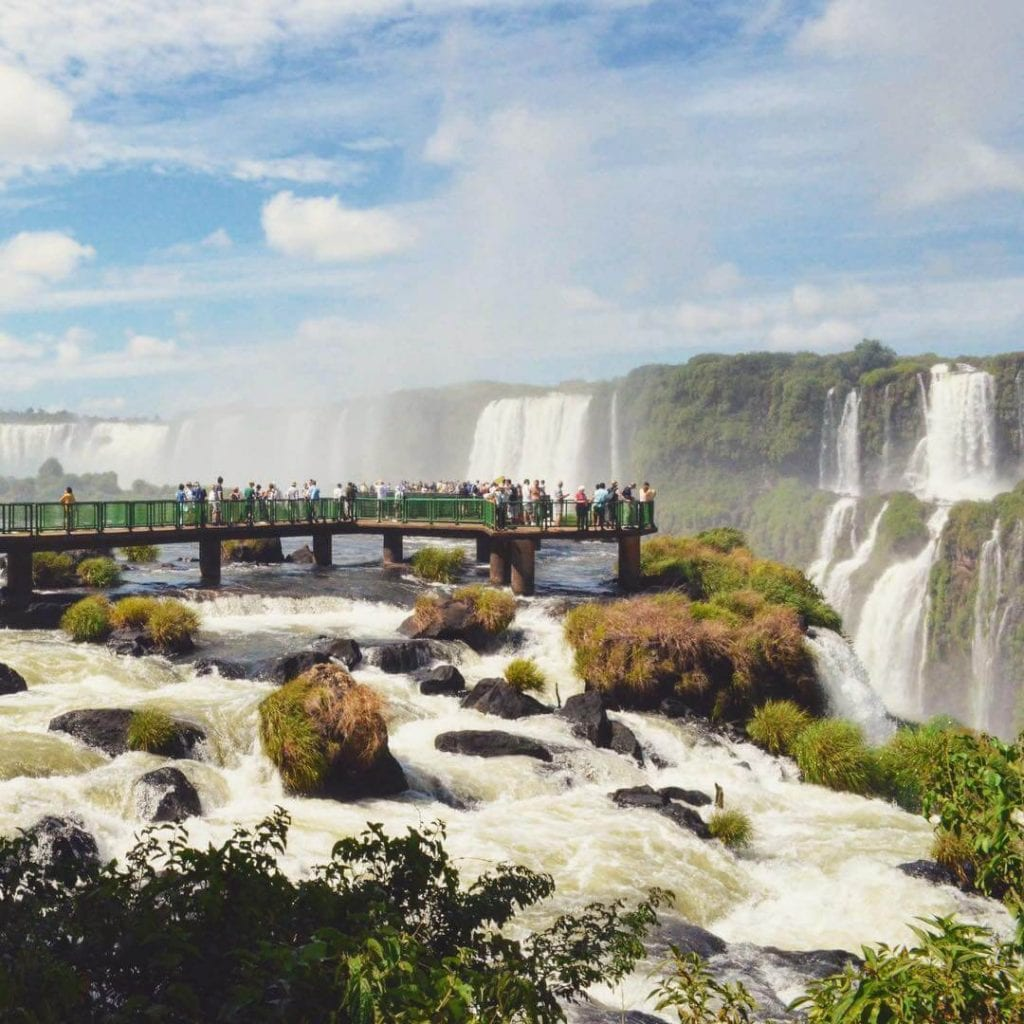 Mais de 1,5 milhão de pessoas visitam as Cataratas do Iguaçu em Foz do Iguaçu todos os anos.