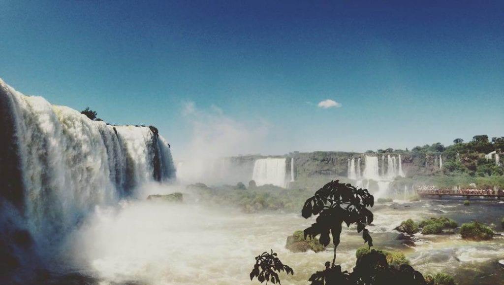 A visão panorâmica das Cataratas do Iguaçu é uma experiência deslumbrante